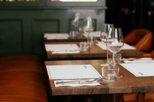 restaurant-table-using-uv-light